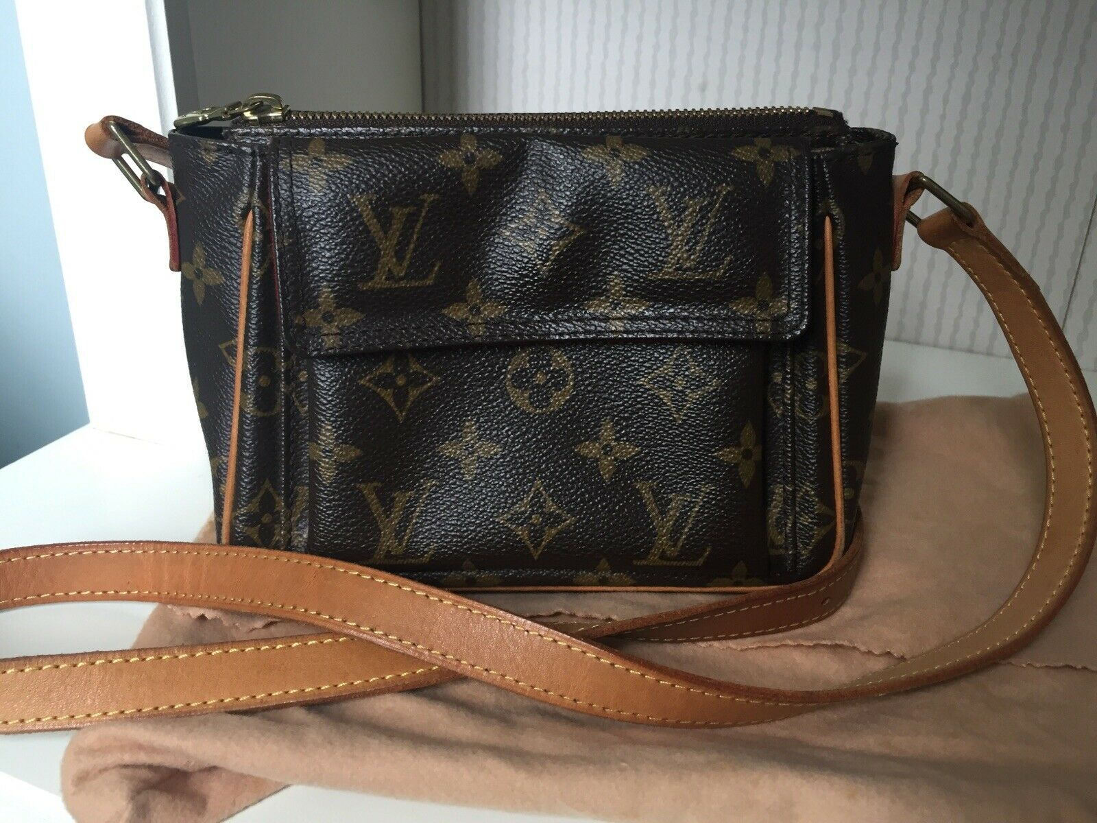 Authentic Louis Vuitton Monogram Viva Cite PM Schultertasche - 715.08,Kaufpreis 715,08,datum 01.07.2020 22:12:38,Website quoka.de
