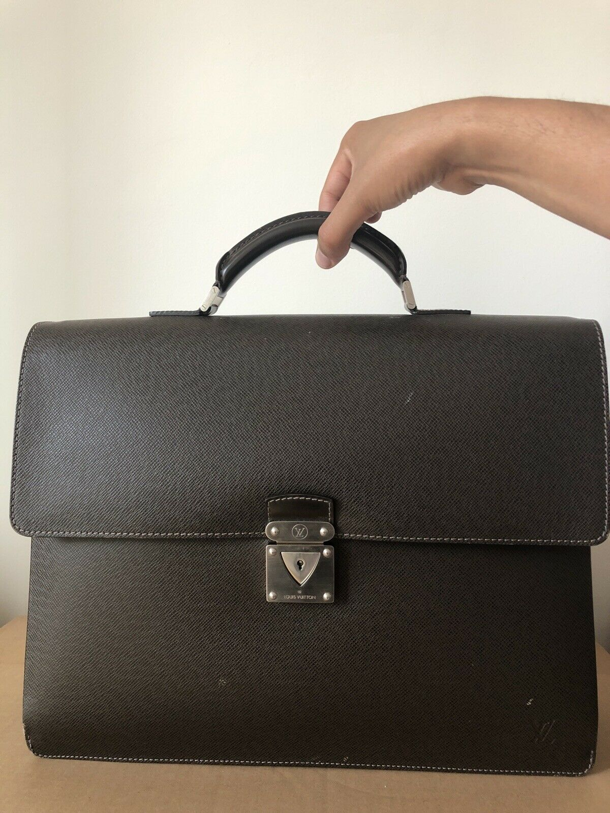 LOUIS VUITTON TAIGA LEDER ROBUSTO BUSINESS TASCHE BRIEFCASE AKTENTASCHE BAG - 490.00,Kaufpreis 490,datum 01.09.2020 02:45:34,Website